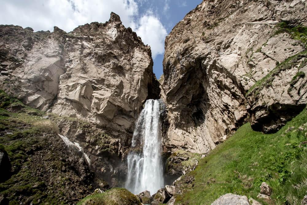 Водопад «Медвежий» в ущелье Тургень