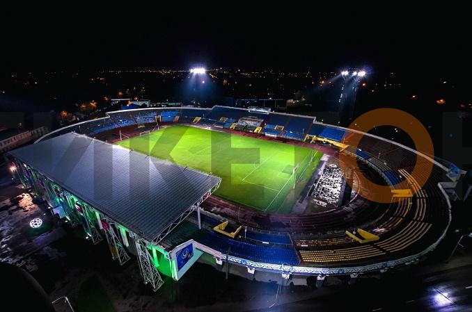 """Стадион """"Шахтер"""" ночью"""